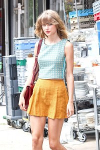 taylor-swift-colorful-outfit